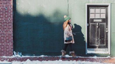 Bezpečná chůze na zmrzlém chodníku