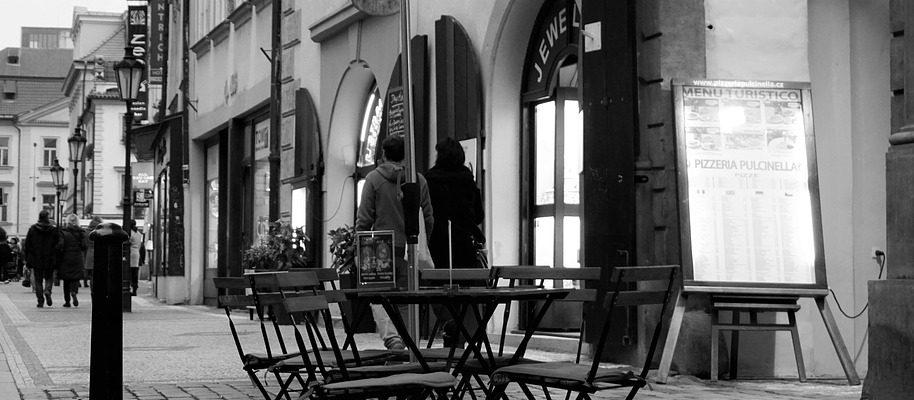Usaďte se v Praze na některou z pražských židlí