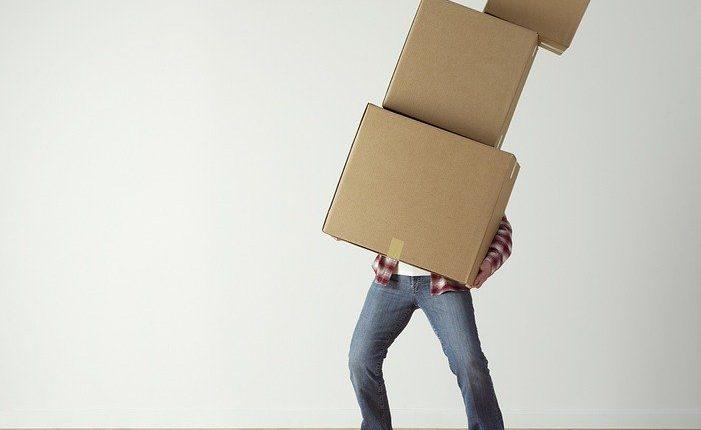 Stěhovat s firmou nebo raději bez ní? Tipy pro Prahu