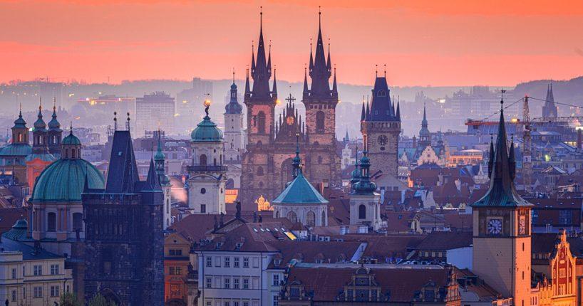 Praha se naplní elektromobily i solárními panely